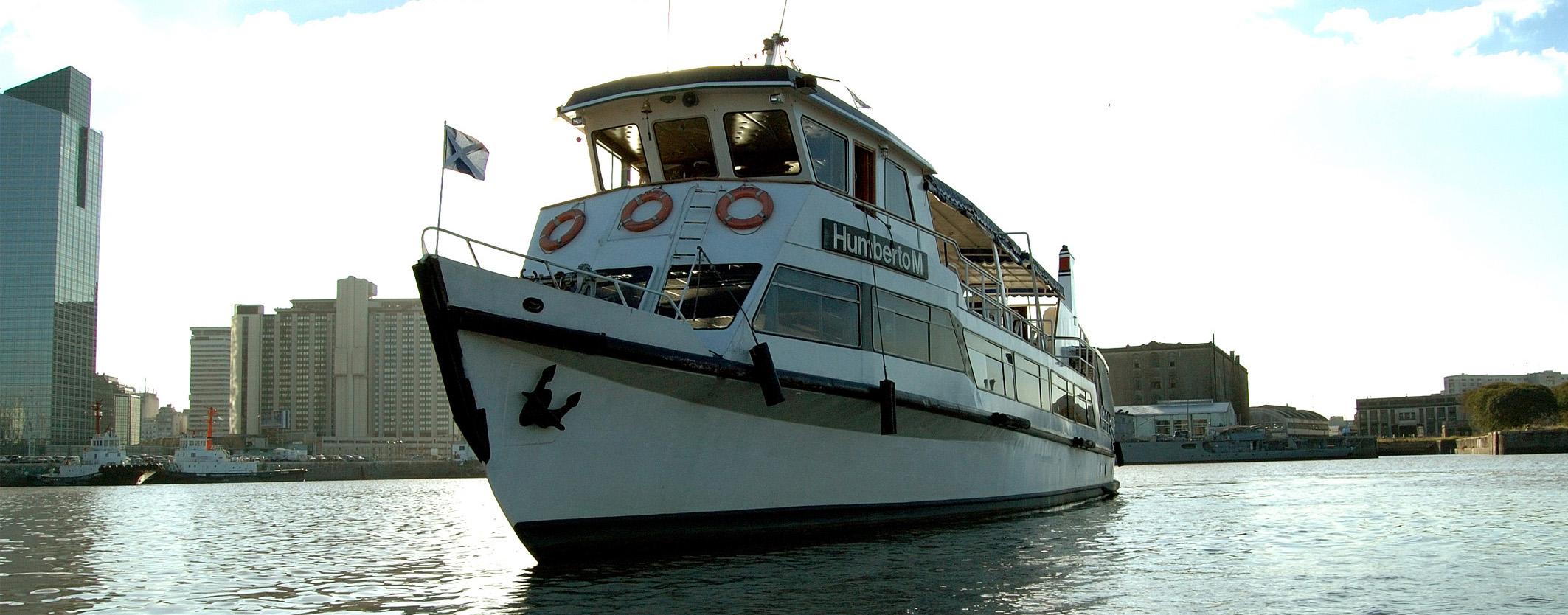 barco frente y ciudad