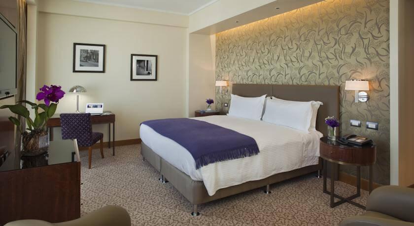 Os apartamentos do Alvear Art dispõem de TV de tela plana a cabo e ar-condicionado.