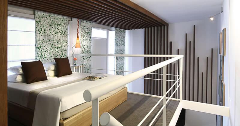 No HTL 9 de Julio, os quartos são lofts duplos, com estar e quitinete no andar inferior e cama no andar de cima..