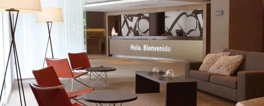 Lobby do NH 9 de Julio: ambiente moderno e tranquilo a poucos passos do burburinho da capital portenha.