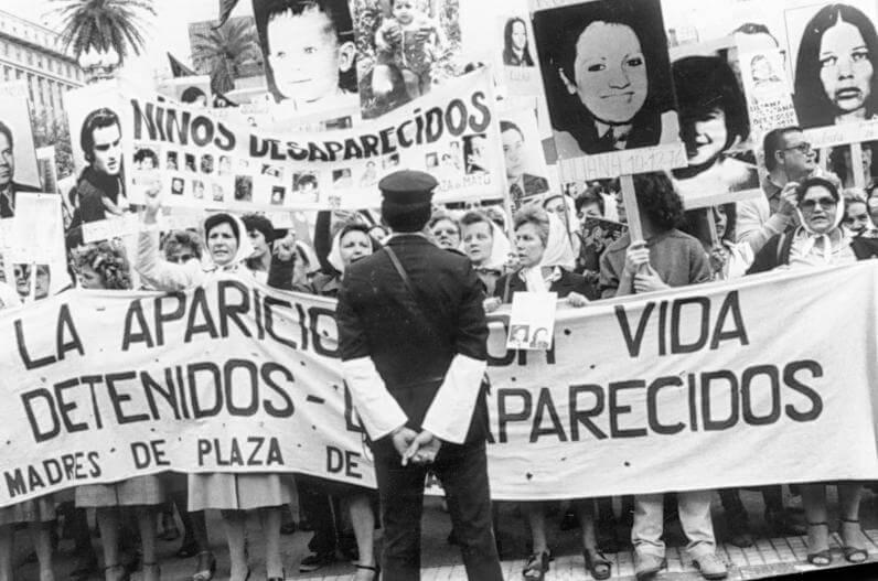 Abuelas_Plaza_de_Mayo_03