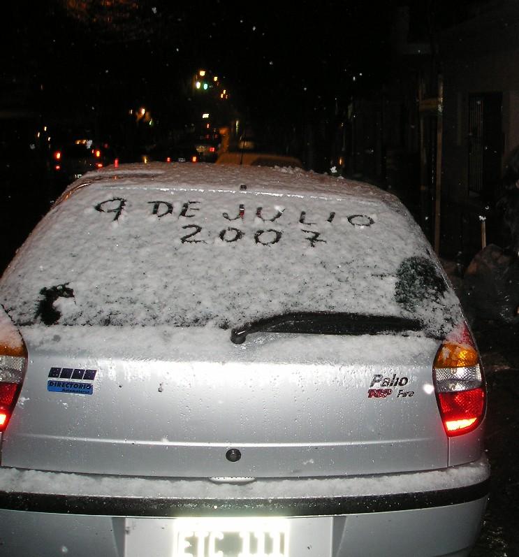 Neve_em_Buenos_Aires_Wikipedia_Carro_2007