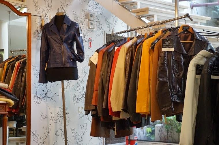 c8104711c Há também muitas fábricas de couro espalhadas pela cidade que recebem  visitas de clientes para comprar. Mas nesse caso só é possível por meio de  uma ...