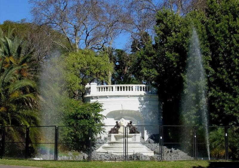 Dessa maneira, é possível notar que essa é mais uma das atividades que a cidade oferece para desfrutá-la a pleno. O Parque Lezama é um passeio público e gratuito. Portanto, você pode acessá-lo a qualquer horário do dia, todos os dias da semana. *Este post contém fotos do Governo da Cidade de Buenos Aires.